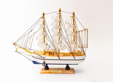 Reklamna fotografija broda za prodaju na webu