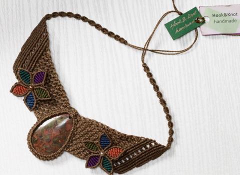 Reklamna fotografija ogrlice za prodaju na webu